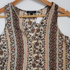Tops - NWT zippered boho shirt.
